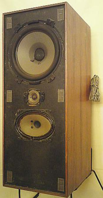 enceintes acoustiques vintage bang olufsen beovox 2400. Black Bedroom Furniture Sets. Home Design Ideas